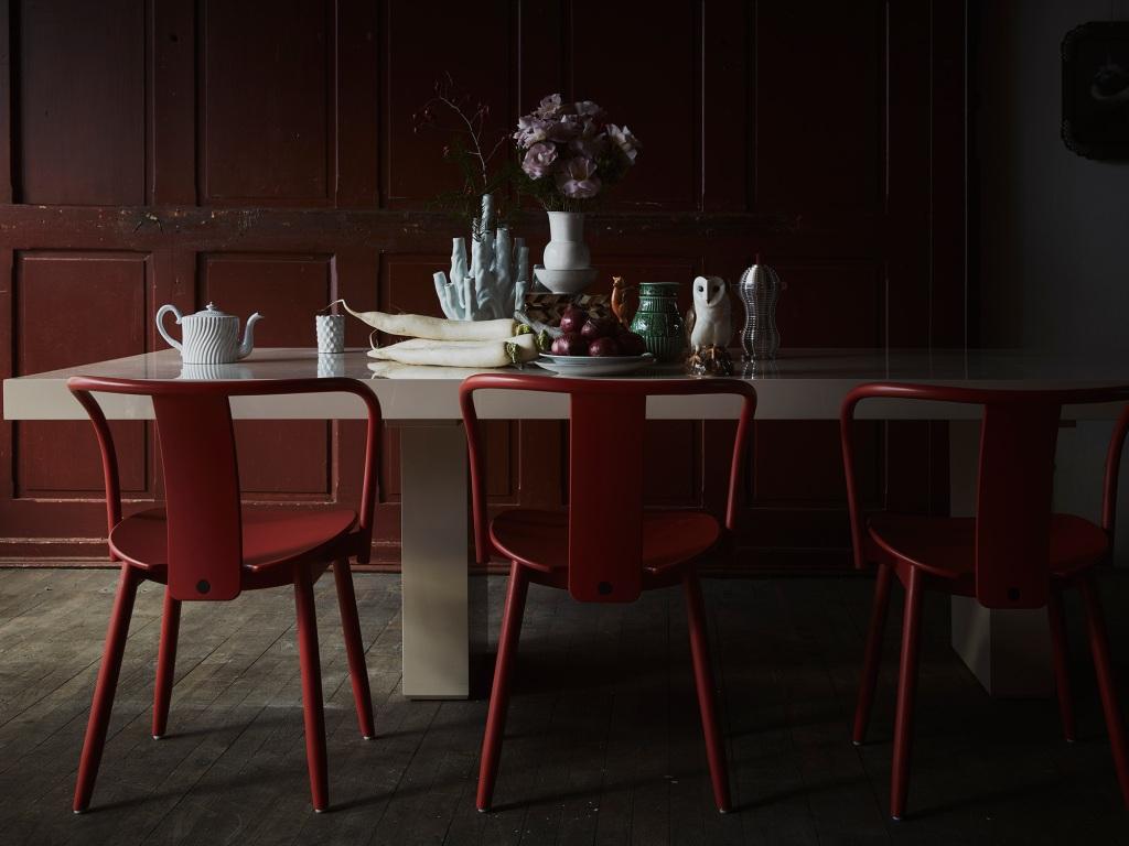 simple scandinavian christmas tablescape ideas: create a unique, eclectic color palette by using traditional colors and non-traditional colors
